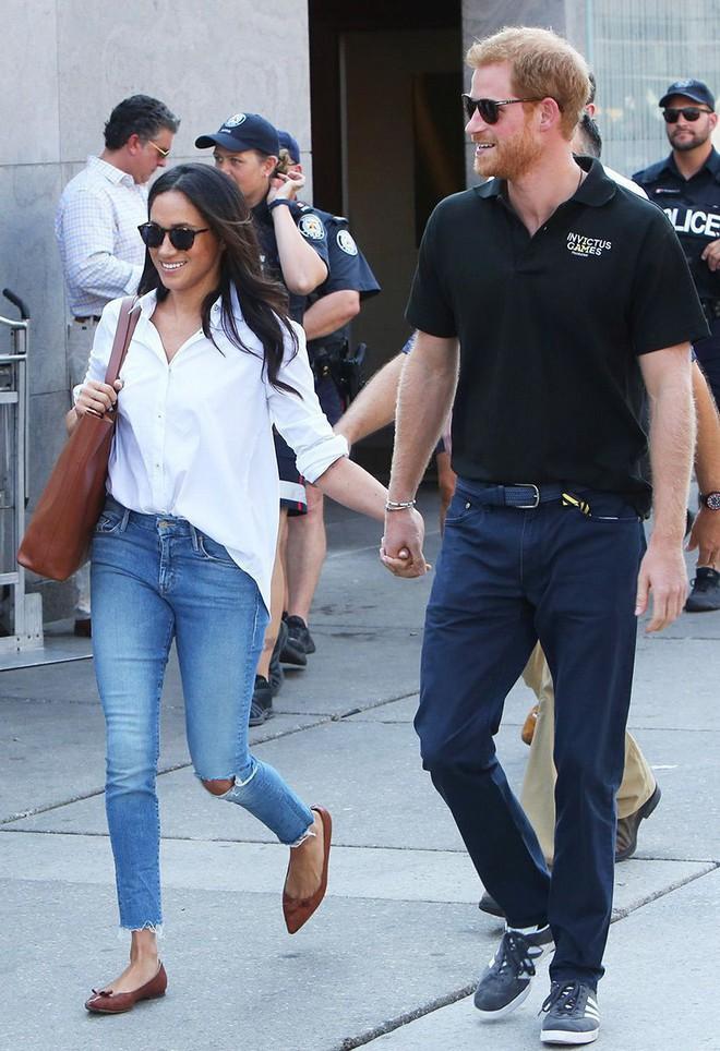Thêm tips mặc đẹp từ style tưởng như phi thực tế của các Công nương: 3 mẫu giày kết hợp cực nuột với quần jeans - ảnh 12