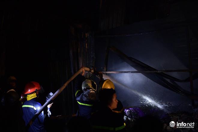 Hà Nội: Cháy xưởng nhựa trên phố Tân Mai, hai người may mắn chạy thoát - ảnh 5