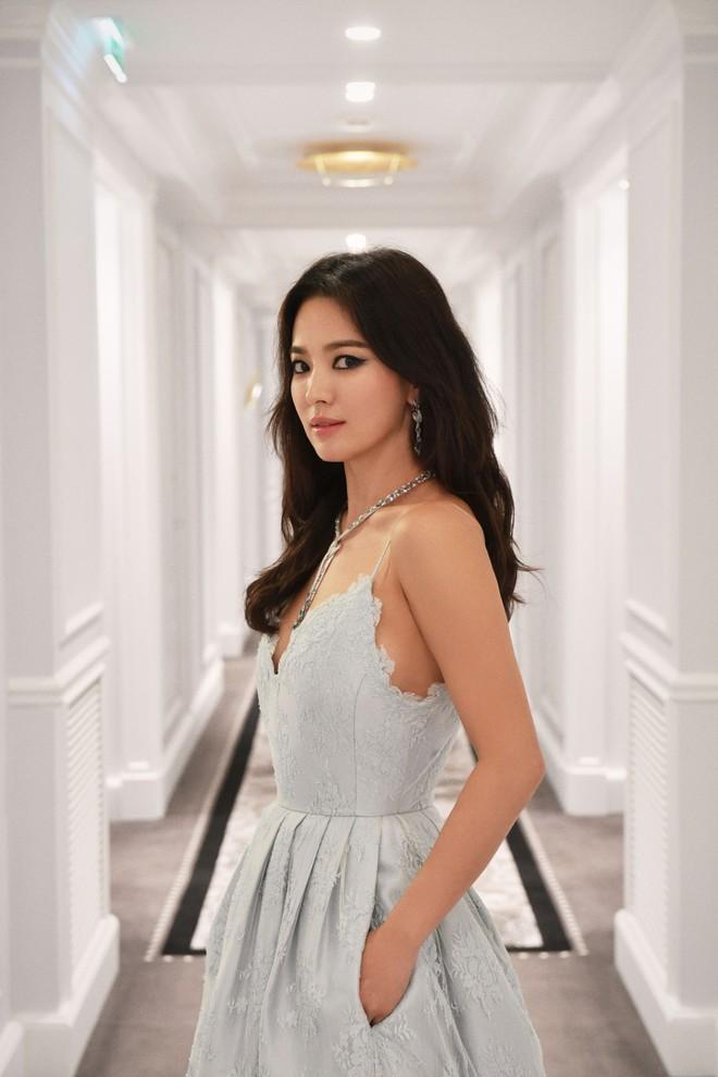 Công bố bài phỏng vấn đầu tiên của Song Hye Kyo giữa bão ly hôn: Tôi cần có một khoảng thời gian cho riêng mình - Ảnh 1.