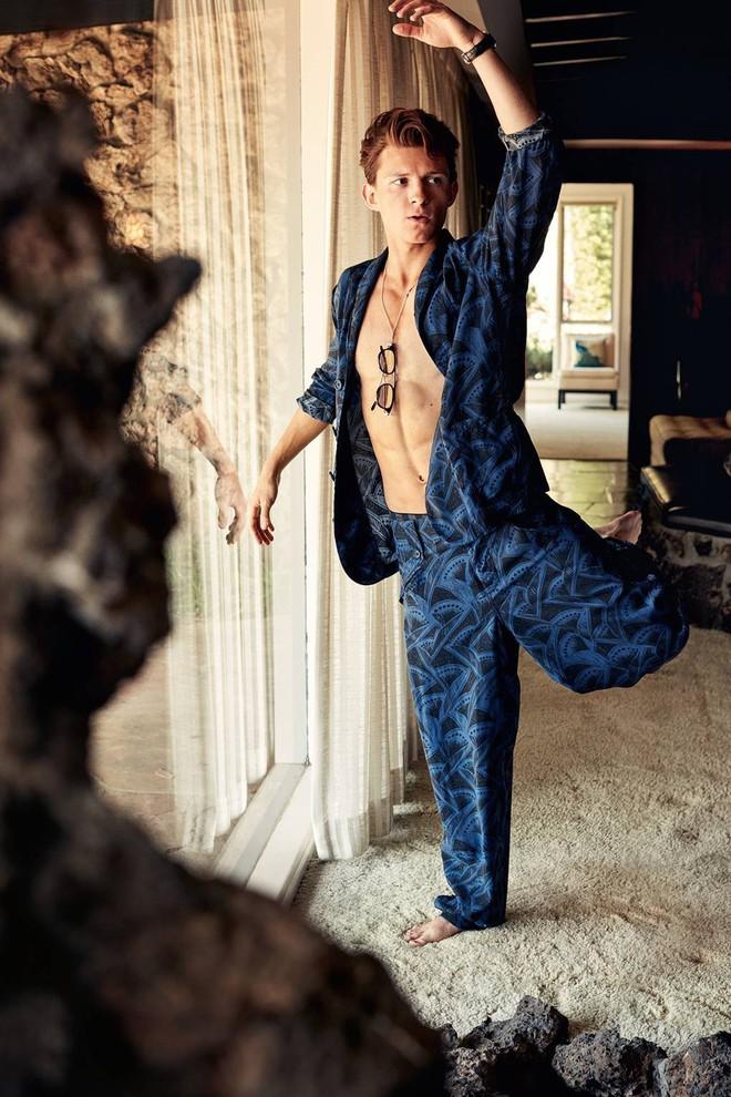 Người nhện Tom Holland làm chị em gào thét vì lộ ảnh bán nude, nhưng thực tế sao khác tạp chí quá thế này? - ảnh 2