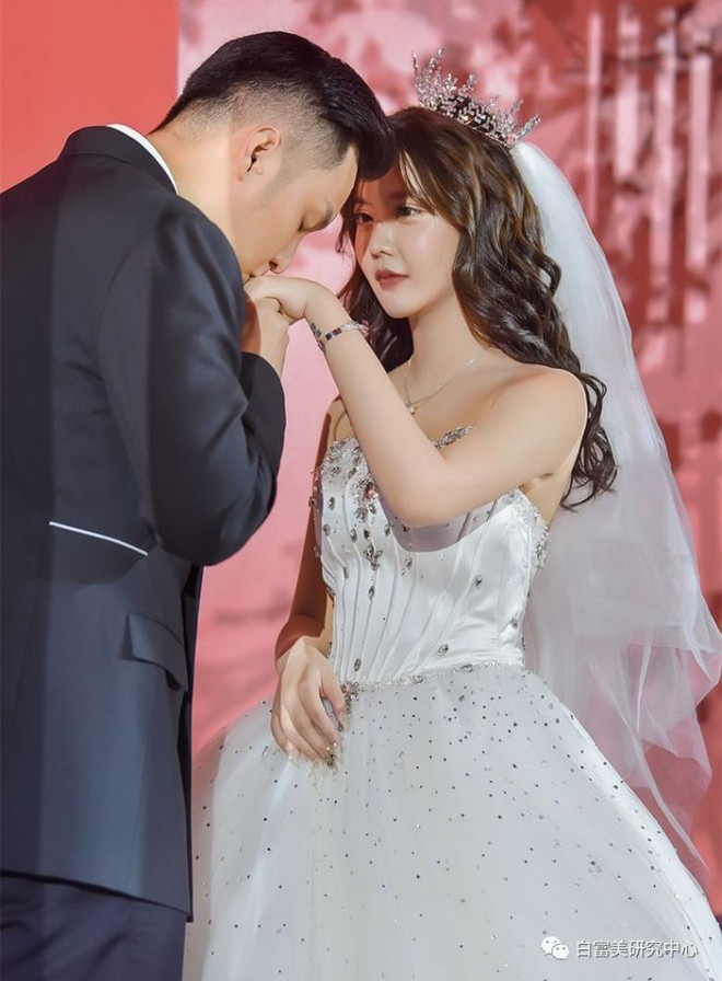 Sau cuộc hôn nhân vỏn vẹn 8 ngày, mẫu nữ Trung Quốc livestream chửi bới tiểu tam rồi nhận trái đắng - ảnh 2