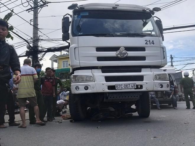 Vụ người phụ nữ bị xe trộn bê tông cán tử vong ở Sài Gòn: Chạy ô tô vào đường cấm, nạn nhân là nữ sinh 19 tuổi  - Ảnh 1.