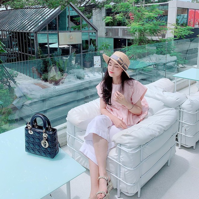 Gout chọn bạn gái của cầu thủ Việt: Xinh thôi chưa đủ, giỏi kinh doanh và con nhà trâm anh thế phiệt nữa mới là full combo - ảnh 19