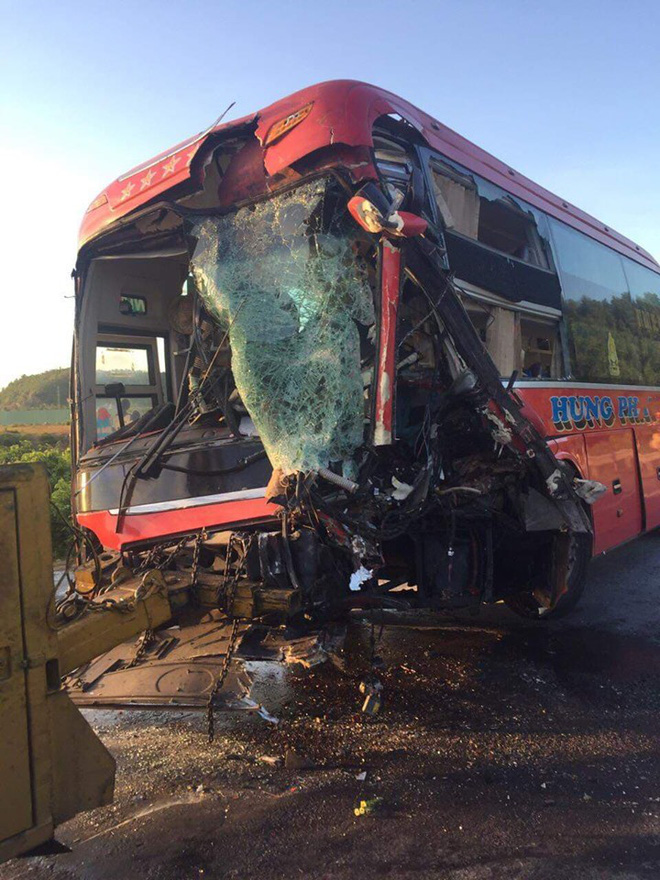 Xe khách đấu đầu xe tải tại đường tránh Nam hầm Hải Vân, 1 người chết, 24 người bị thương - Ảnh 3.
