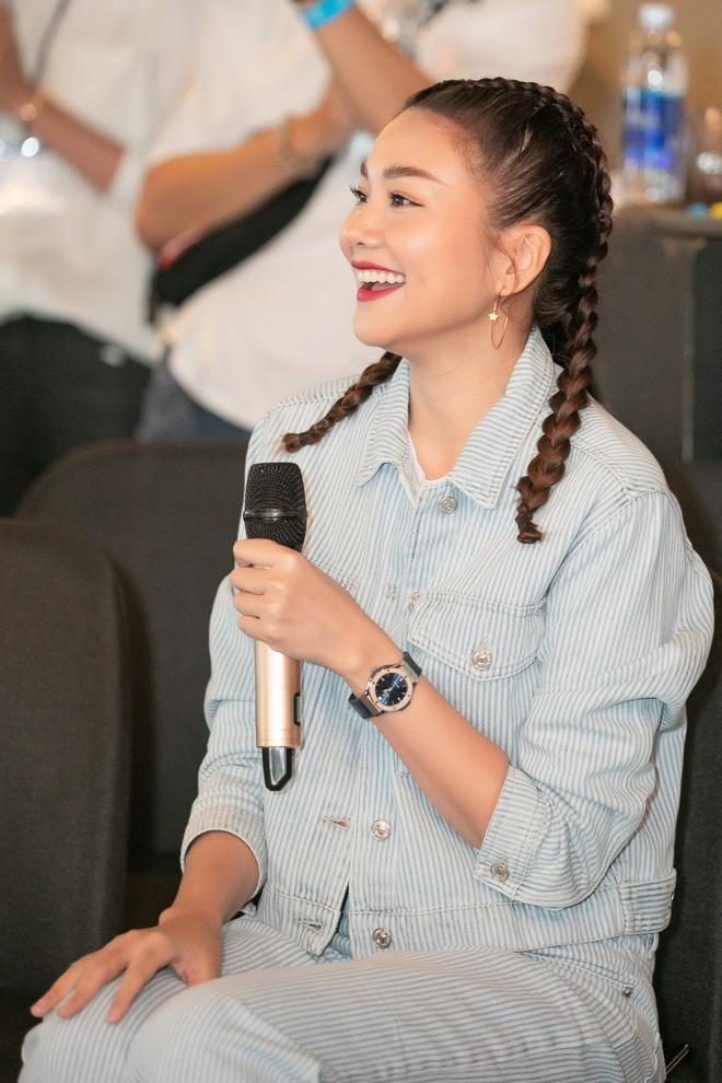 Thanh Hằng trẻ trung như gái 18, quậy hết cỡ cùng fan trong tiệc sinh nhật bước sang tuổi 36 - ảnh 1