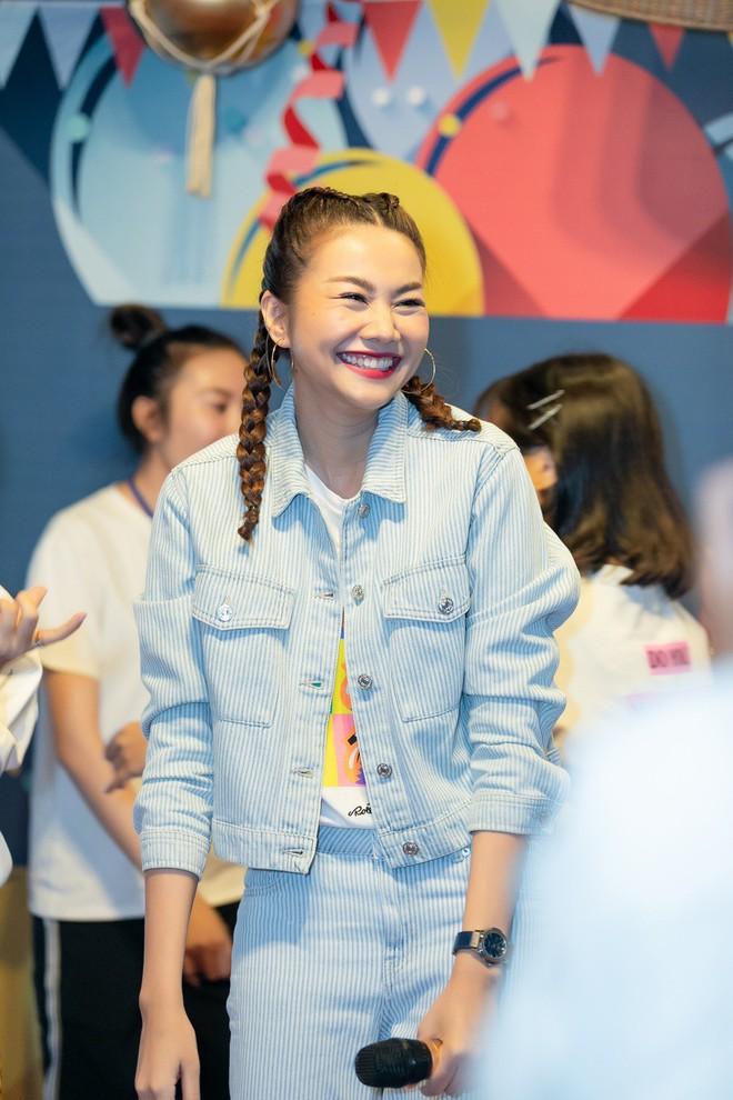 Thanh Hằng trẻ trung như gái 18, quậy hết cỡ cùng fan trong tiệc sinh nhật bước sang tuổi 36 - ảnh 2