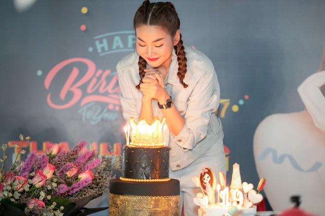 Thanh Hằng trẻ trung như gái 18, quậy hết cỡ cùng fan trong tiệc sinh nhật bước sang tuổi 36 - ảnh 3