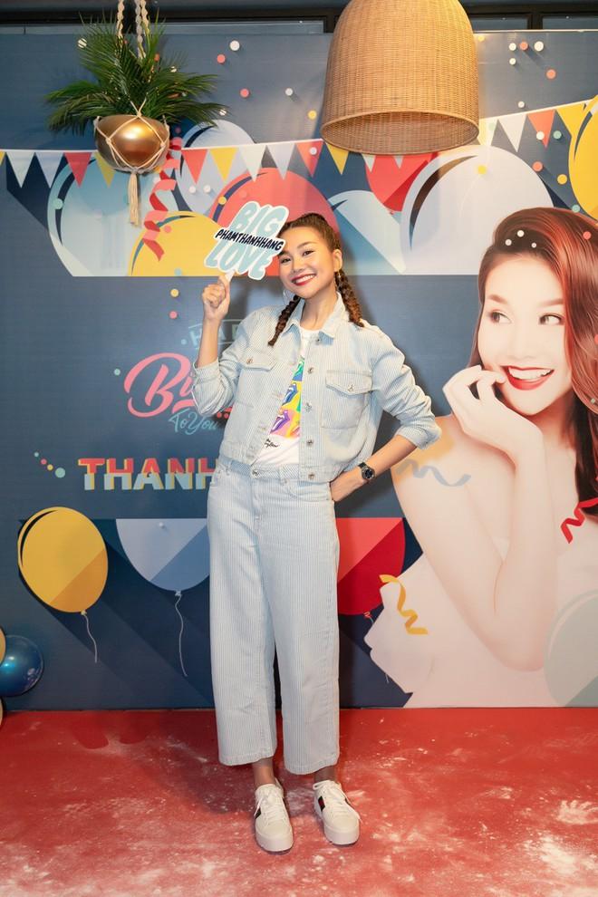 Thanh Hằng trẻ trung như gái 18, quậy hết cỡ cùng fan trong tiệc sinh nhật bước sang tuổi 36 - ảnh 7