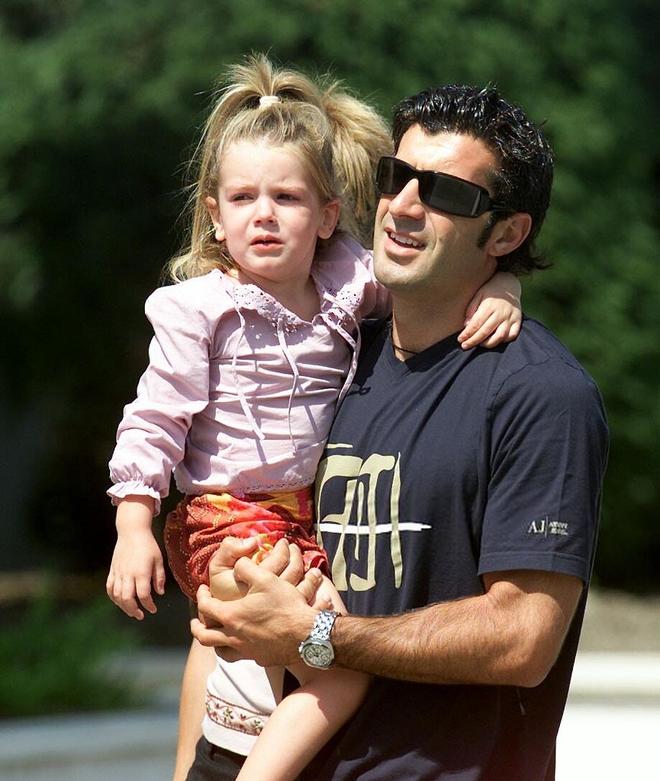 Ngỡ ngàng trước nhan sắc của con gái huyền thoại Luis Figo: Vốn xinh đẹp từ bé nhưng cũng chỉ vì ngoại hình mà vướng phải sự cố ảnh nóng - ảnh 1
