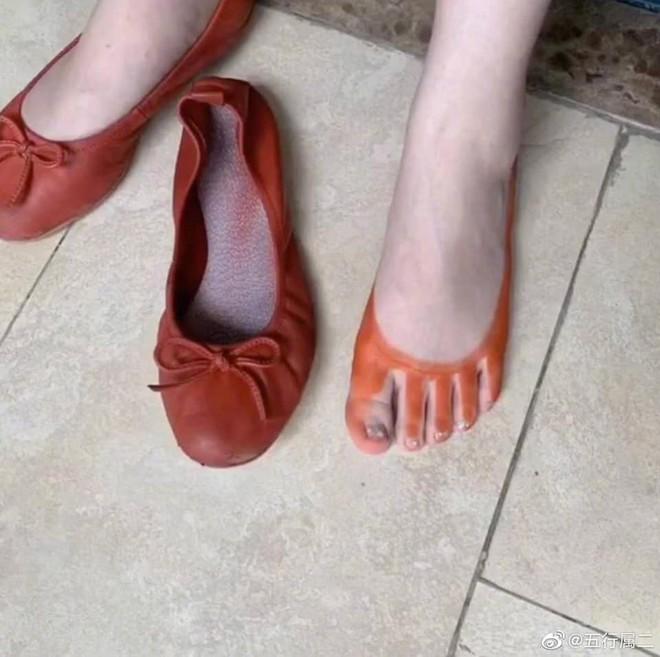 Mua giày mà được nhuộm... chân miễn phí, cô gái lên mạng hỏi: Nên khóc hay cười đây cả nhà? - ảnh 4