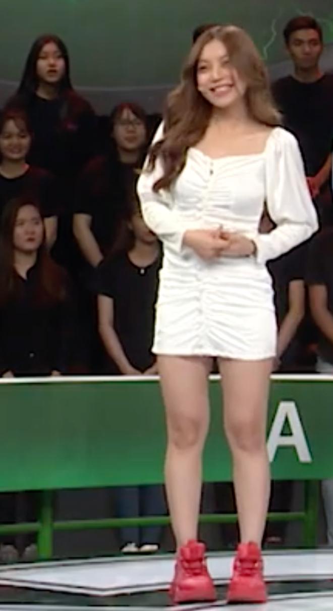Bạn gái Quang Hải đích thị là điển hình của hội con gái: Hình tự up thì chân dài mét mốt, hình bị chụp mét mốt chia đôi - ảnh 1