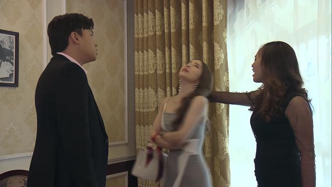 3 màn đánh ghen hộ khiến tiểu tam kinh hồn bạc vía trên truyền hình Việt: Chị Linh đầu bò vẫn kém Trang Khàn một bậc - Ảnh 2.