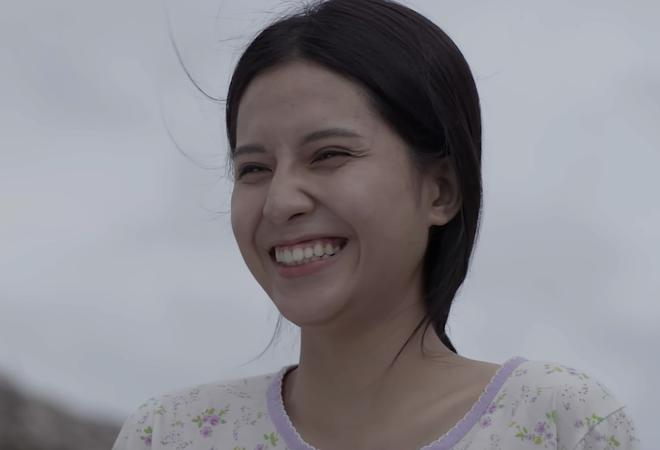 Thiên An - Nữ chính MV Sóng Gió: Lớp 9 làm nhân viên lượm xu khu vui chơi, 21 tuổi kiếm thu nhập khủng nuôi cả gia đình - ảnh 1