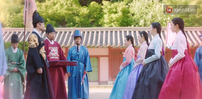 Tân Binh Học Sử Goo Hae Ryung: Mỹ nam Cha Eun Woo định làm anh hùng thì bị tặng combo đấm tận tình đến xịt máu mũi - Ảnh 5.