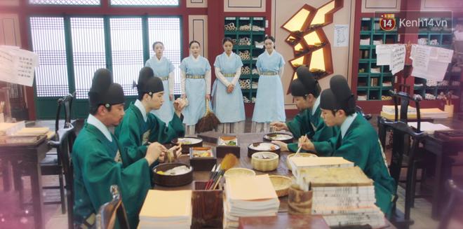 Tân Binh Học Sử Goo Hae Ryung: Mỹ nam Cha Eun Woo định làm anh hùng thì bị tặng combo đấm tận tình đến xịt máu mũi - Ảnh 9.