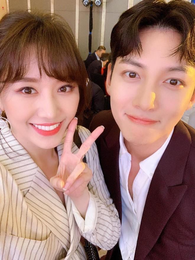 Hari Won đăng ảnh selfie cận mặt Ji Chang Wook, vẻ đẹp cực phẩm của nam tài tử xứ kim chi được phô diễn trọn vẹn - ảnh 2