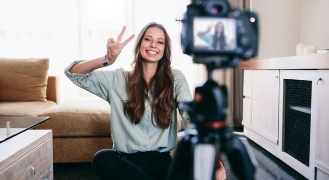 2 sai lầm chí mạng khiến bạn không bao giờ quay video đẹp được như YouTuber/vlogger chuyên nghiệp - ảnh 1