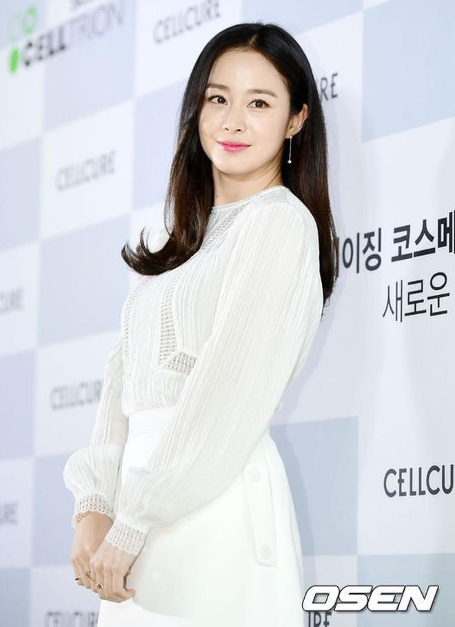 Loạt ảnh hiếm thời đi học của 15 sao Hàn đình đám: Ai cũng thay đổi nhan sắc chóng mặt, khác nhất là Song Hye Kyo, T.O.P, Kim Woo Bin... - ảnh 8