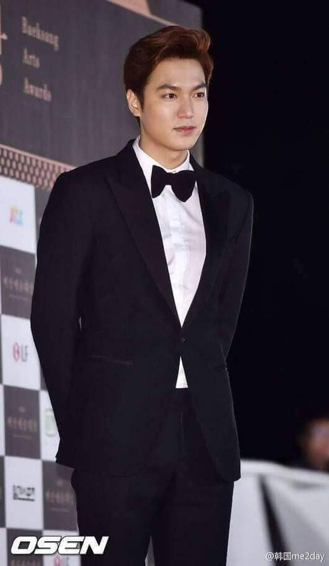 Loạt ảnh hiếm thời đi học của 15 sao Hàn đình đám: Ai cũng thay đổi nhan sắc chóng mặt, khác nhất là Song Hye Kyo, T.O.P, Kim Woo Bin... - ảnh 5