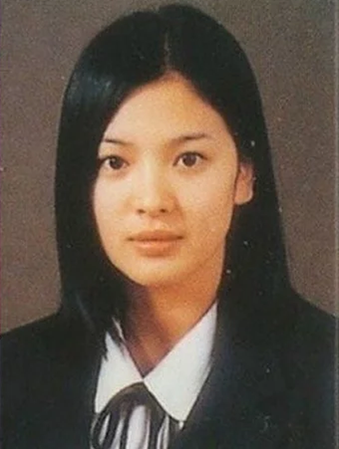 Loạt ảnh hiếm thời đi học của 15 sao Hàn đình đám: Ai cũng thay đổi nhan sắc chóng mặt, khác nhất là Song Hye Kyo, T.O.P, Kim Woo Bin... - ảnh 3