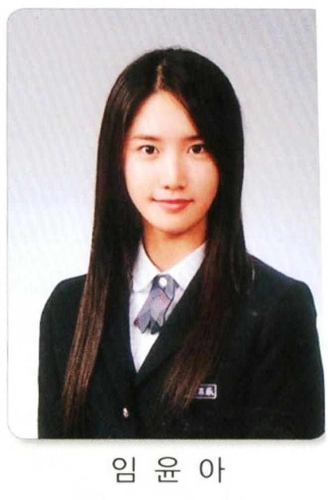 Loạt ảnh hiếm thời đi học của 15 sao Hàn đình đám: Ai cũng thay đổi nhan sắc chóng mặt, khác nhất là Song Hye Kyo, T.O.P, Kim Woo Bin... - ảnh 13