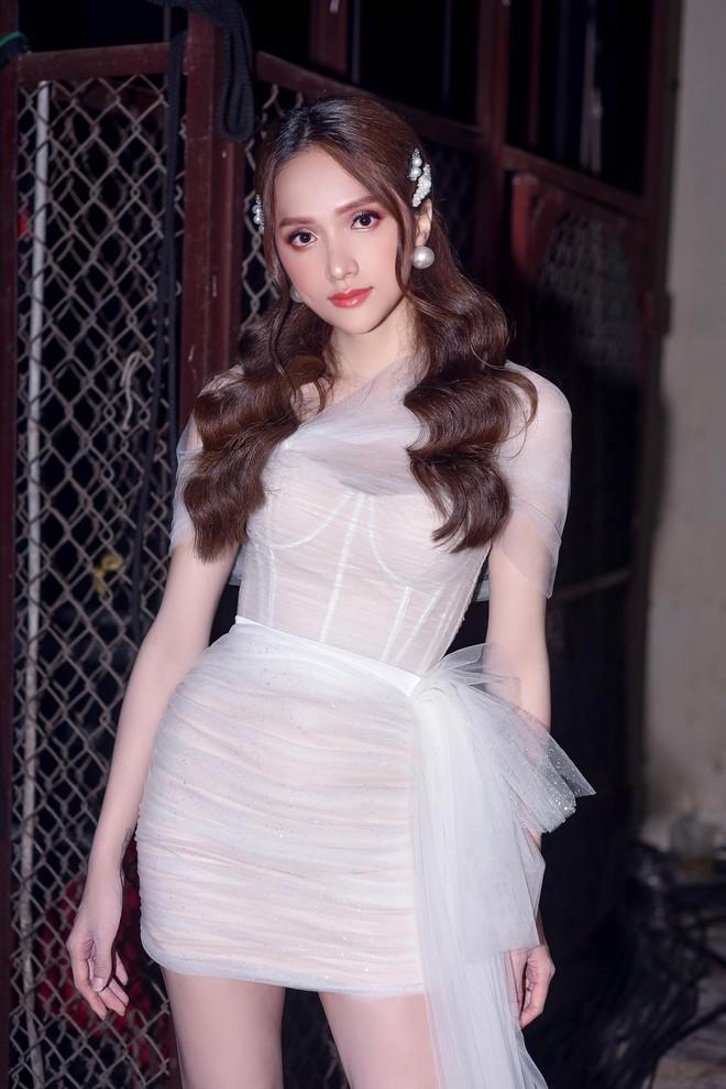 Fan lo lắng khi Hương Giang bất ngờ đăng ảnh chân băng kín vì chấn thương - Ảnh 3.
