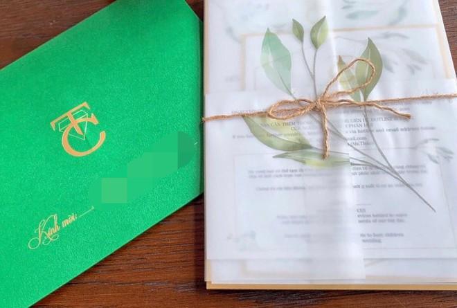 Lộ thiệp cưới và thông tin chính thức về hôn lễ của Cường Đô La và Đàm Thu Trang trong tháng 7 - Ảnh 1.