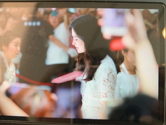 Loạt ảnh chụp vội của Song Hye Kyo gây sốt giữa bão ly hôn: Đúng là nhan sắc, thần thái bất chấp tất cả! - Ảnh 1.