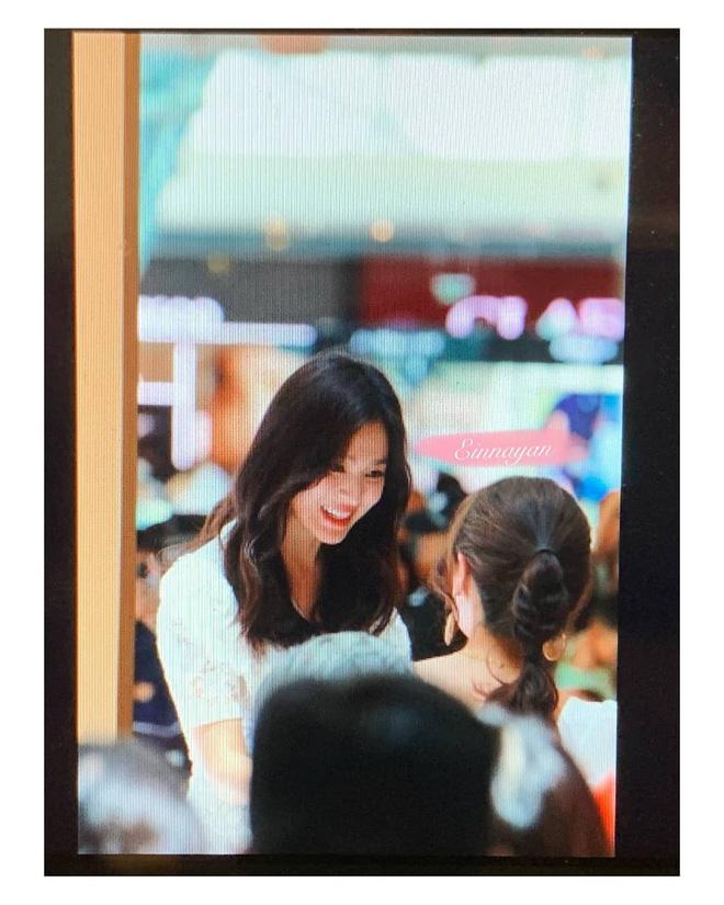 Loạt ảnh chụp vội của Song Hye Kyo gây sốt giữa bão ly hôn: Đúng là nhan sắc, thần thái bất chấp tất cả! - Ảnh 4.