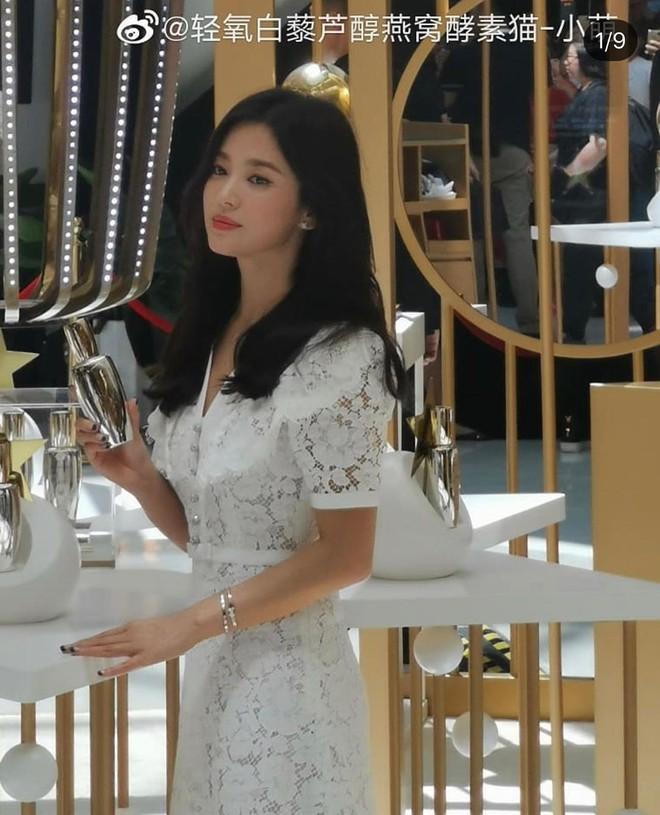 Loạt ảnh chụp vội của Song Hye Kyo gây sốt giữa bão ly hôn: Đúng là nhan sắc, thần thái bất chấp tất cả! - Ảnh 3.