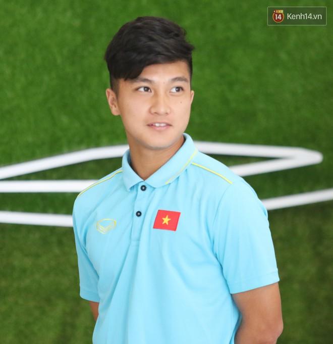 Dàn tuyển thủ U22 Việt Nam bảnh bao trong ngày tập trung chuẩn bị cho SEA Games 30 - Ảnh 3.