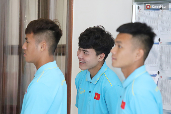 Dàn tuyển thủ U22 Việt Nam bảnh bao trong ngày tập trung chuẩn bị cho SEA Games 30 - Ảnh 1.