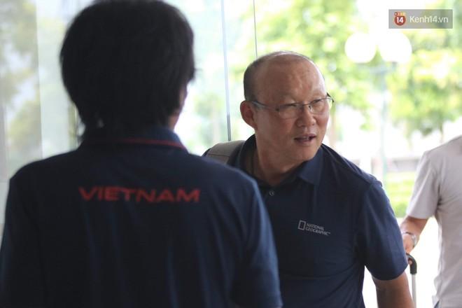 Dàn tuyển thủ U22 Việt Nam bảnh bao trong ngày tập trung chuẩn bị cho SEA Games 30 - Ảnh 10.