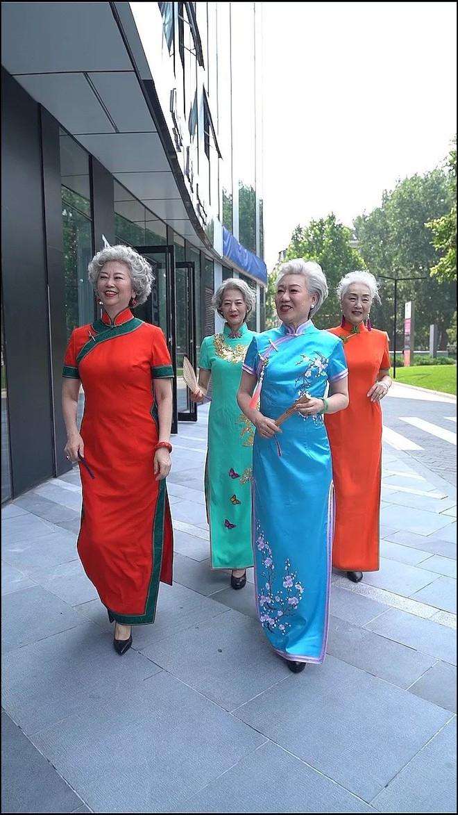 Chất như 4 bà ngoại Trung Quốc: Lúc trẻ làm to, về già theo đuổi nghiệp người mẫu để giữ khí chất sang chảnh - ảnh 2