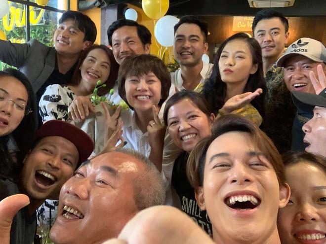 Dương tomboyloichoi đăng loạt ảnh hậu trường cực độc, viết lời xúc động trước khi kết thúc Về nhà đi con - Ảnh 9.
