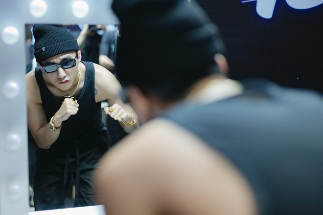 Sơn Tùng M-TP khoe body lấp ló trong buổi tổng duyệt đêm Sky Tour thứ ba tại Hà Nội! - Ảnh 5.