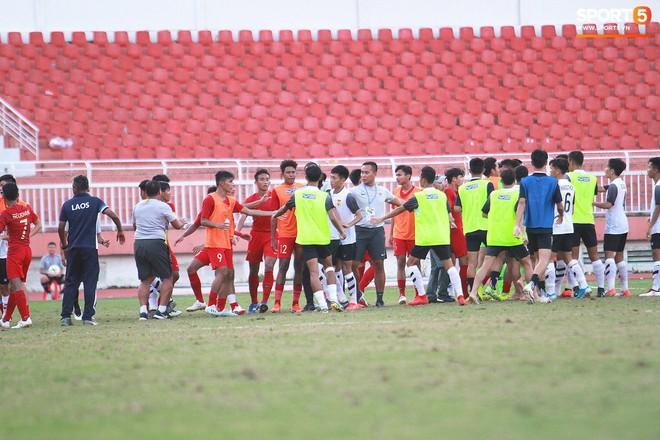 Cầu thủ U18 Lào lao vào xô xát với đối phương ngay sau thất bại tại giải U18 Đông Nam Á - ảnh 1