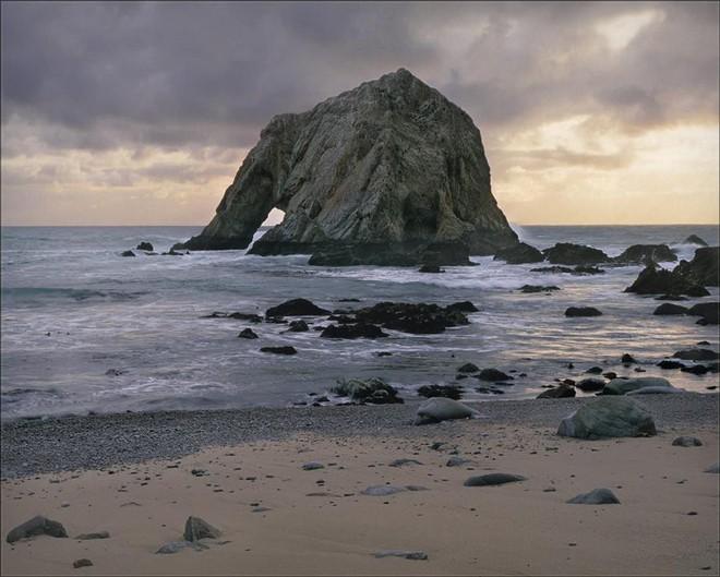 Cả thế giới đang sửng sốt vì tảng đá hình voi khổng lồ ở Iceland quá giống thật, khi chụp flycam từ trên xuống còn sốc hơn! - ảnh 7