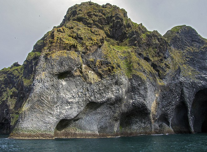Cả thế giới đang sửng sốt vì tảng đá hình voi khổng lồ ở Iceland quá giống thật, khi chụp flycam từ trên xuống còn sốc hơn! - ảnh 4