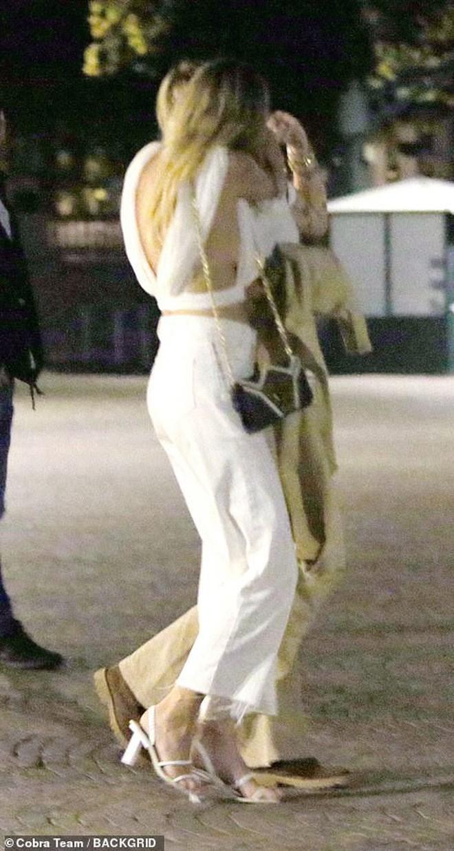 Động thái nhỏ nhưng gây bão từ bạn gái tin đồn của Miley Cyrus: Ngầm nhận mình mới đem lại hạnh phúc cho Miley? - ảnh 2
