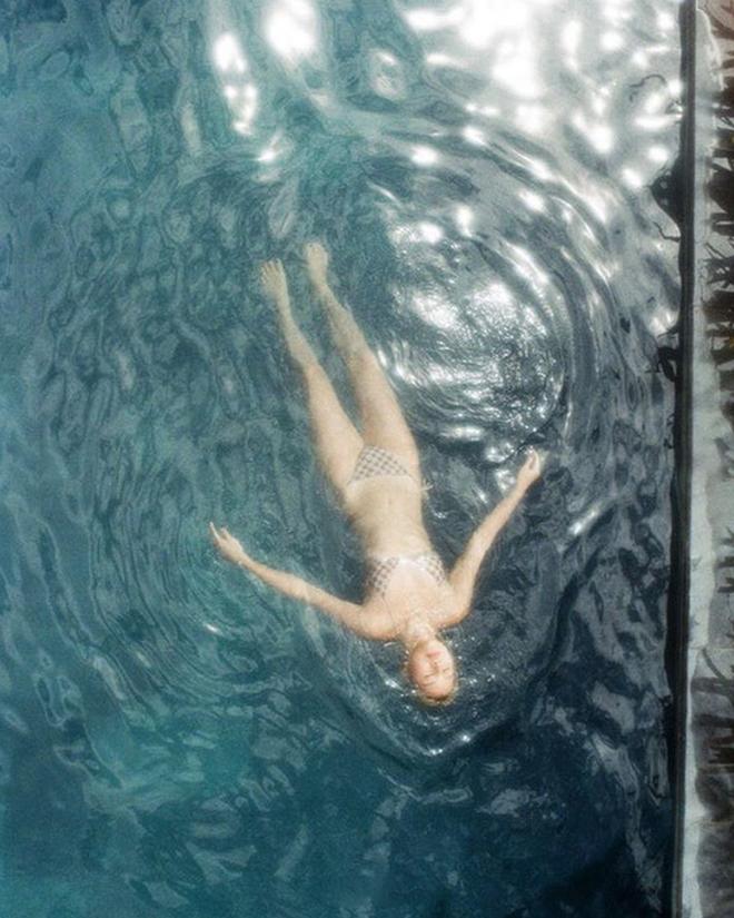 """Này các cô gái đã từng """"vật lộn"""" để có 1 tấm ảnh chụp bikini ưng ý, bạn có thấy mình trong 2 bức hình này của Quỳnh Anh Shyn không? - ảnh 6"""