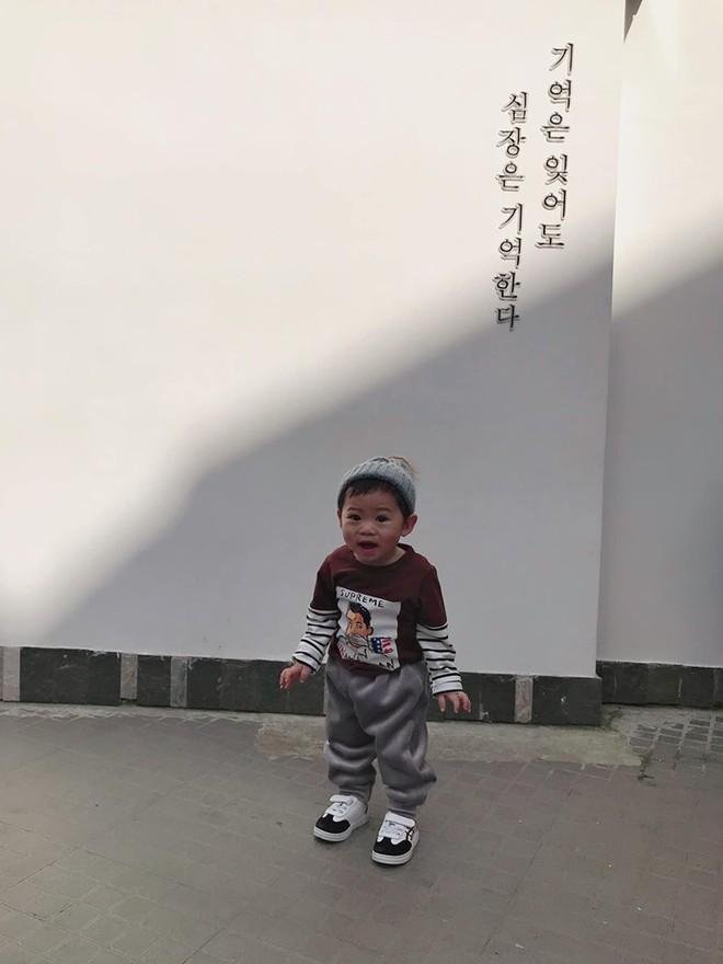 Check-in toàn những điểm hot ở Đà Lạt nhưng biểu cảm ngơ ngác của em bé này mới chính là điều khiến dân mạng thích thú - ảnh 7