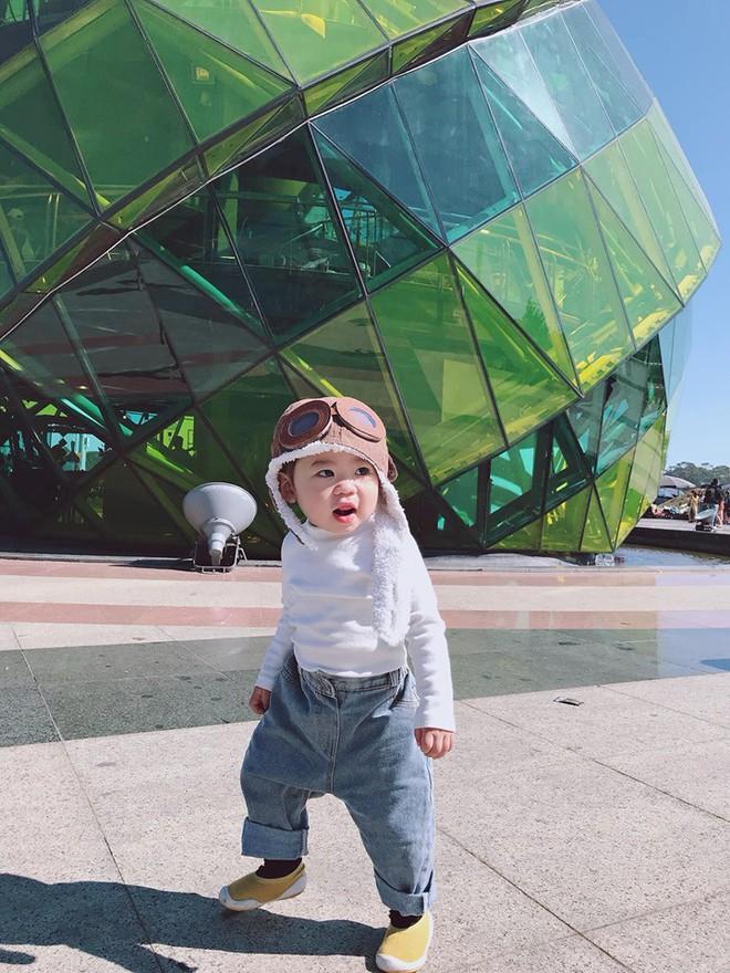 Check-in toàn những điểm hot ở Đà Lạt nhưng biểu cảm ngơ ngác của em bé này mới chính là điều khiến dân mạng thích thú - ảnh 2
