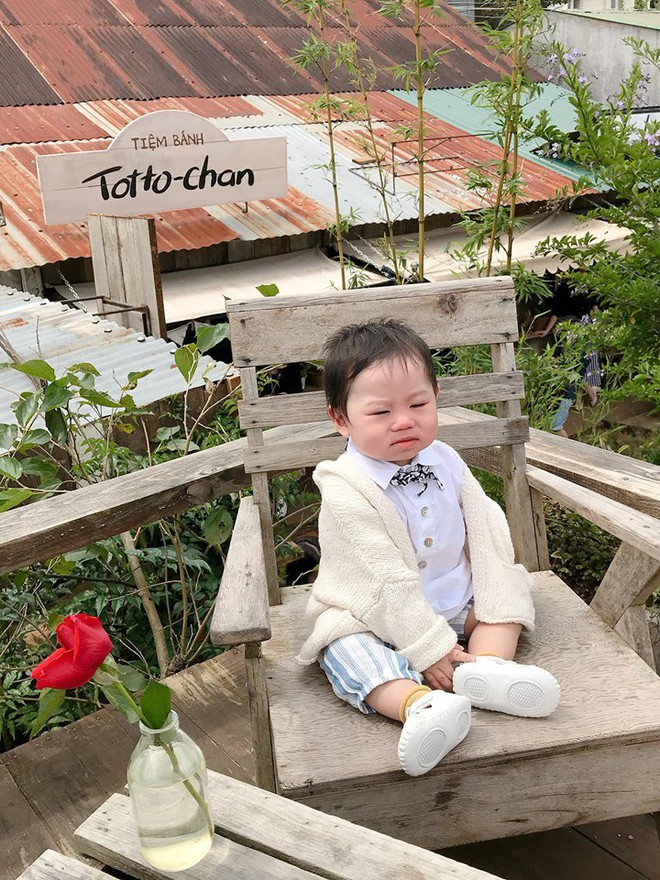 Check-in toàn những điểm hot ở Đà Lạt nhưng biểu cảm ngơ ngác của em bé này mới chính là điều khiến dân mạng thích thú - ảnh 4