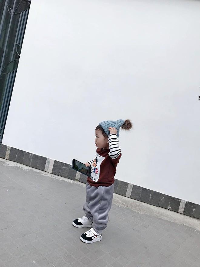 Check-in toàn những điểm hot ở Đà Lạt nhưng biểu cảm ngơ ngác của em bé này mới chính là điều khiến dân mạng thích thú - ảnh 10