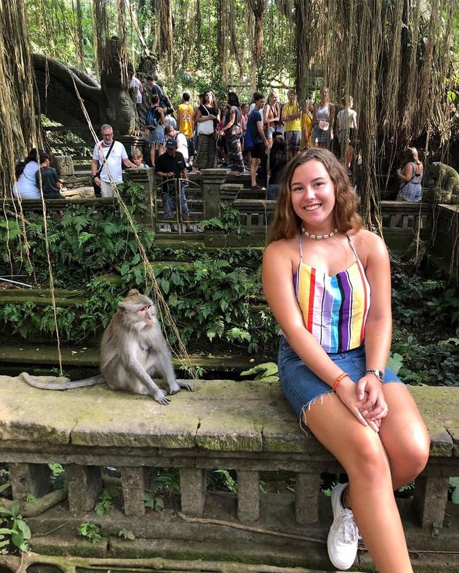 Dùng nước thiêng ở ngôi đền nổi tiếng Bali để… rửa mông, cặp người mẫu nhận chỉ trích gay gắt từ cộng đồng mạng - ảnh 7