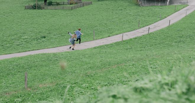 """Tung MV mới toanh quay tại Thụy Sĩ, JSOL cùng ViruSs khiến khán giả """"đứng tim"""" mấy nhịp vì loạt cảnh đẹp quá sức tưởng tượng - ảnh 27"""