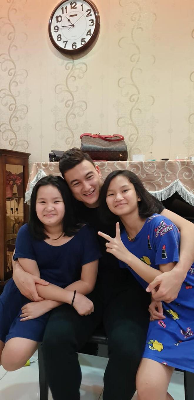 Sinh nhật tuổi 26 vui khó tả của Lâm Tây: Đại gia đình họ Đặng kéo nhau sang Thái xua tan nỗi cô đơn cho cậu cháu - ảnh 9