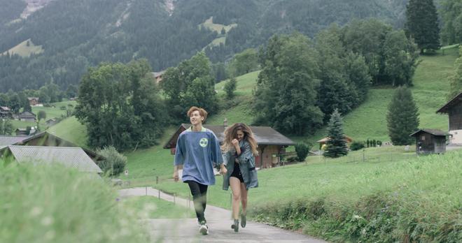 """Tung MV mới toanh quay tại Thụy Sĩ, JSOL cùng ViruSs khiến khán giả """"đứng tim"""" mấy nhịp vì loạt cảnh đẹp quá sức tưởng tượng - ảnh 8"""