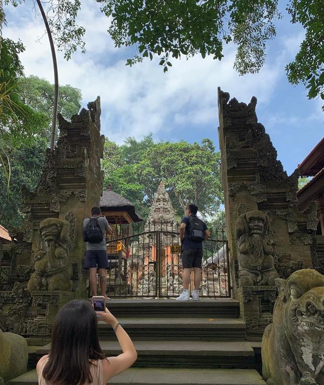 Dùng nước thiêng ở ngôi đền nổi tiếng Bali để… rửa mông, cặp người mẫu nhận chỉ trích gay gắt từ cộng đồng mạng - ảnh 11